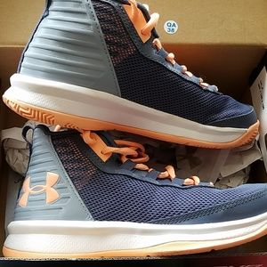 Under Armour Shoes - Like new Under Armour shoes